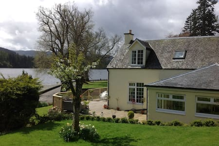 Lochside Alstkeith Cottage B&B (Bedroom 2)