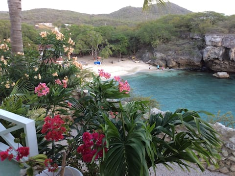 "Beachfront Bungalow ""Mooiste baai van Curaçao"