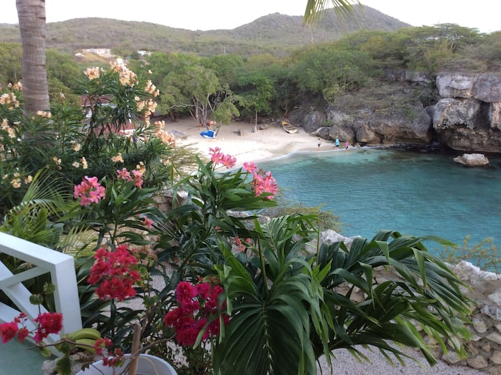 "Beachfront Bungalow ""Mooiste baai van Curaçao"""
