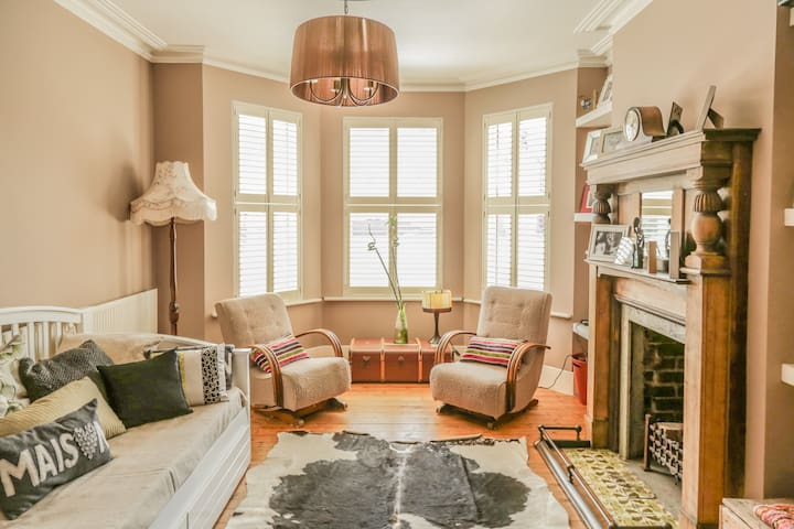 5* luxury 5-bed home N22 - a MUST SEE! - Londres - Casa