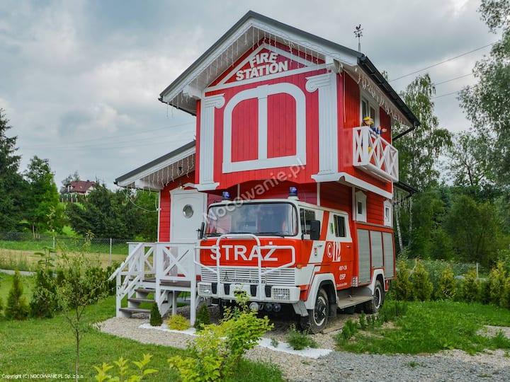 Chata w Rabce niezwykły domek Wóz strażacki