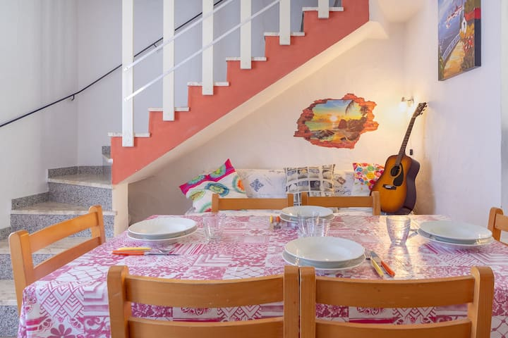 Holiday Home with Wi-Fi, Air Conditioning and Terrace; Pets Allowed
