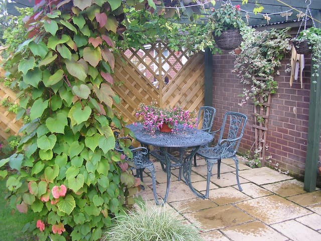 Double room in Bredon on the edge of the Cotswolds - Bredon - Casa