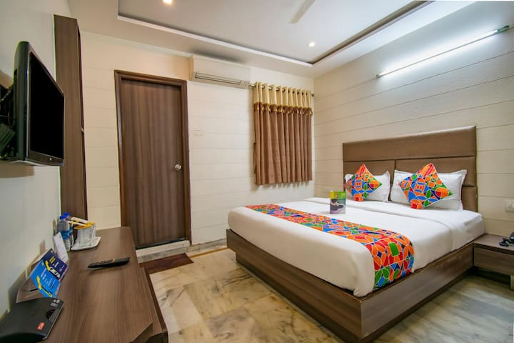 Exotic Deluxe Palace Near Ahmedabad Junction Railway Station