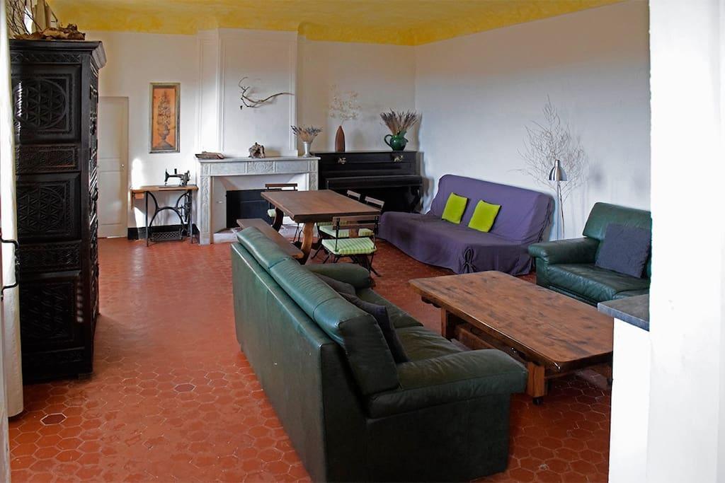 Vue sur le séjour de 37 m2 en direction de la chambre 2