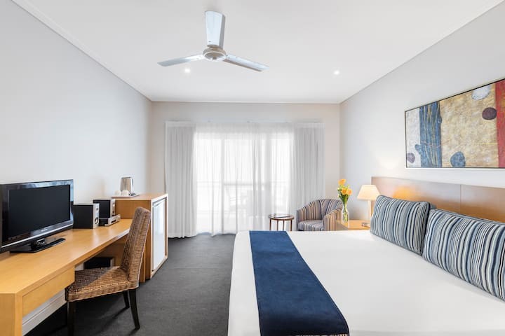 Modern Hotel room in the heart of Roebuck Bay