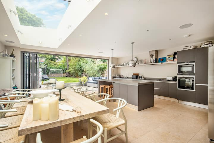 Spacious & stylish family home with lovely garden