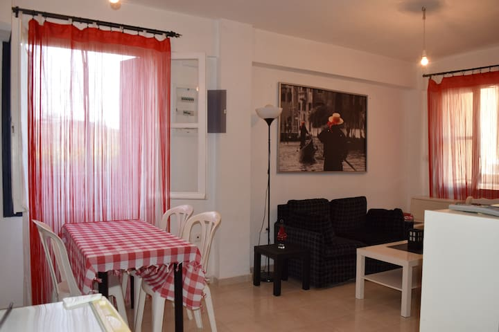 An autonomus studio bright & sunny - Atsipopoulo - Apartamento
