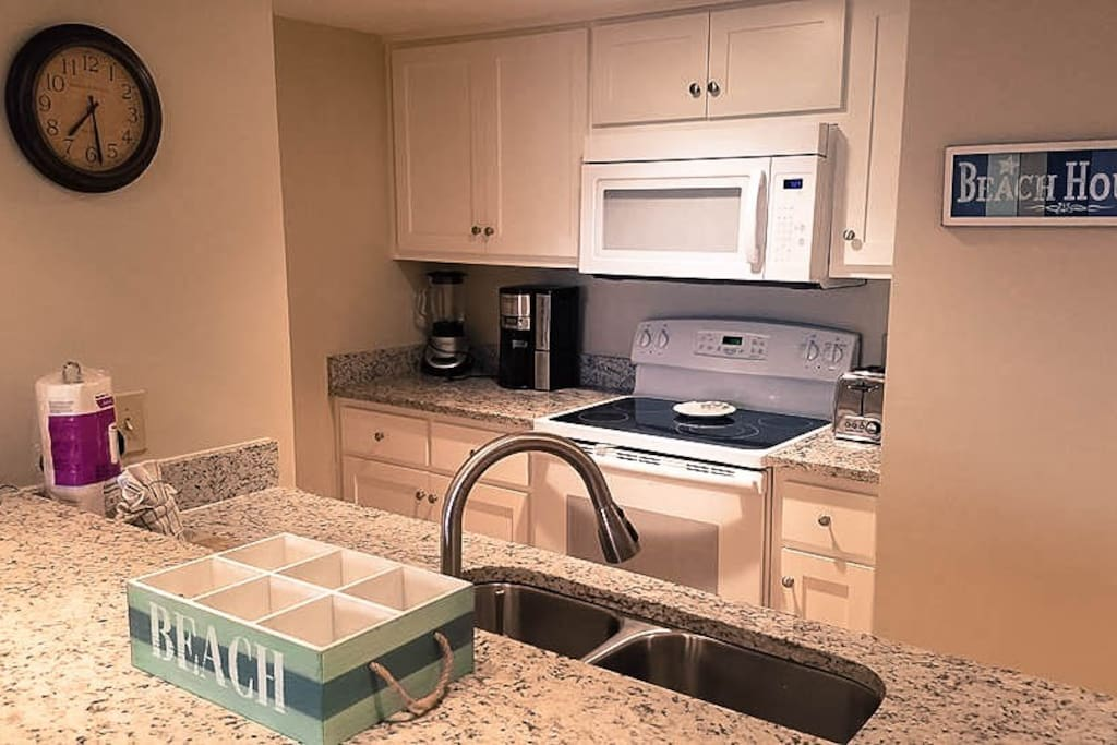 """Our fully equiped kitchen makes it easy to skip the long lines for fresh gulf coast sea food and in joy a family dinner at """"home"""".  TIP: A local seafood market is located directly across the street."""