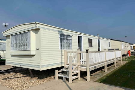 Spacious 2 bed/6 Berth on Golden Palm Resort