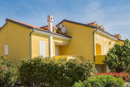 Apartments Anja 15 meters far from the sea - Čižići - Byt