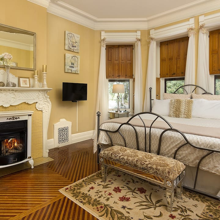 Louisa's Cherub Room - Reynolds Mansion
