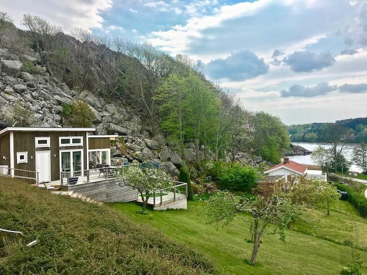 Öppen stuga med vacker utsikt över Boxvik Kile