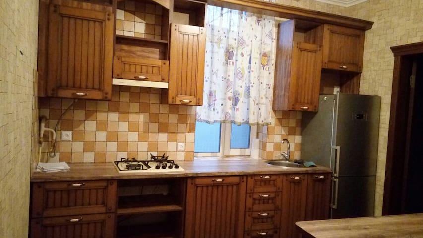 Самая уютная квартира в Центре Николаева - Mykolaiv - Pis