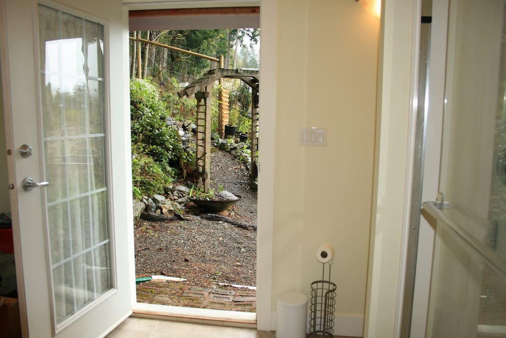 Private entrance for guests. Garden space to enjoy with the best views!