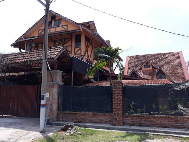 Le Chateau De Puah Home Stay