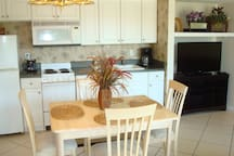 Dining Area... w/ views of Melbourne Harbor or TV!
