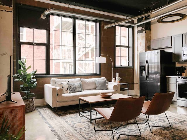 Modern Downtown Loft on Gay St