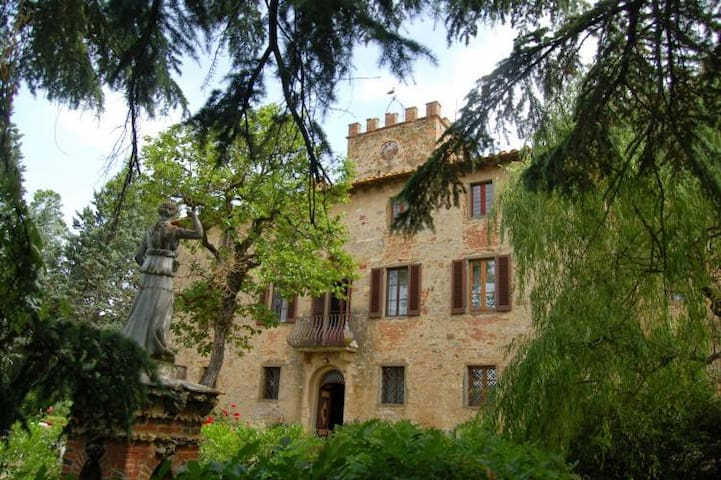 Ancient manor house with garden and pool - Badia Agnano - Villa