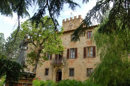 Ancient manor house with garden and pool - Badia Agnano