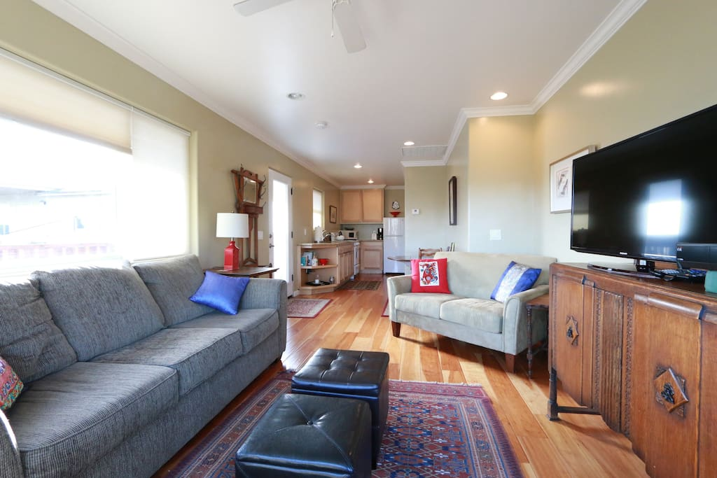 Beautiful living rooms with flat screen TV that flows right in to the updated kitchen.