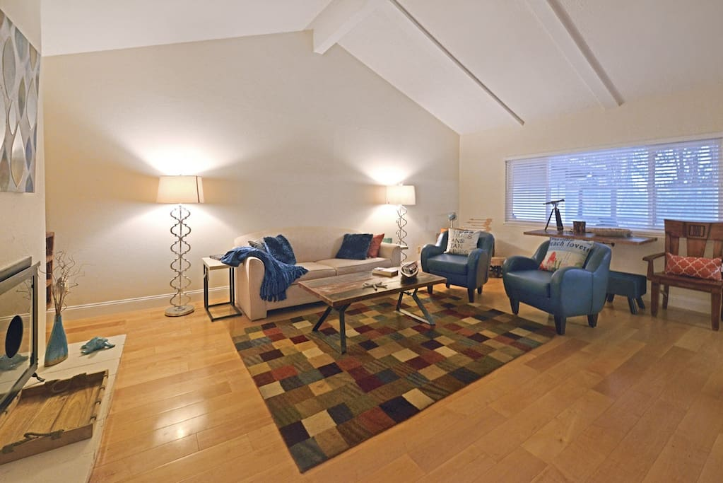 Spacious Main Living room with vaulted ceilings