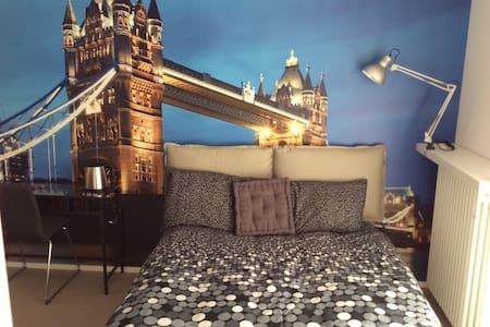 camera tripla London - Aosta - Bed & Breakfast