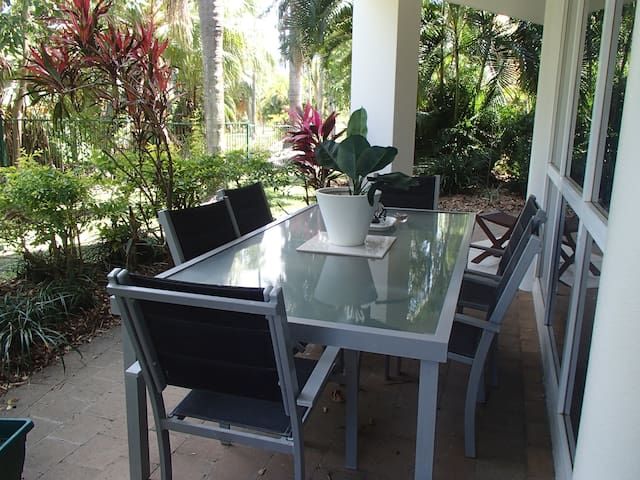Tropical Apartment in Palm Cove, Cairns