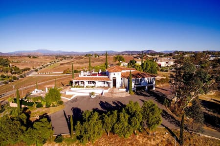Via del Sur by AvantStay | Private Spanish Villa w/ Views | Walk to Wineries!