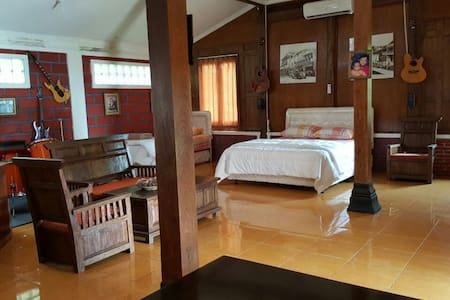Joglo Ndeso's Studio House - 30 mins to Borobudur - Muntilan