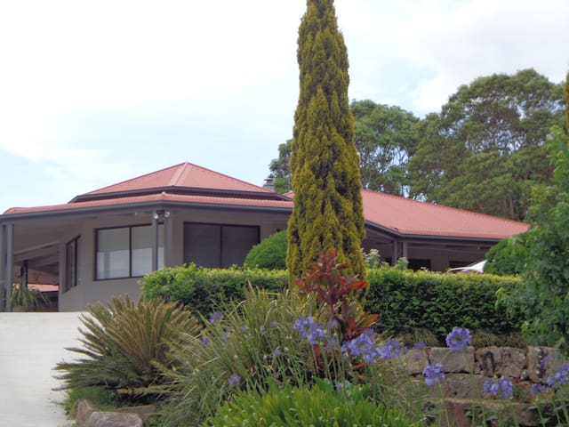 Nth Maleny Guest House (half house) - North Maleny - Talo