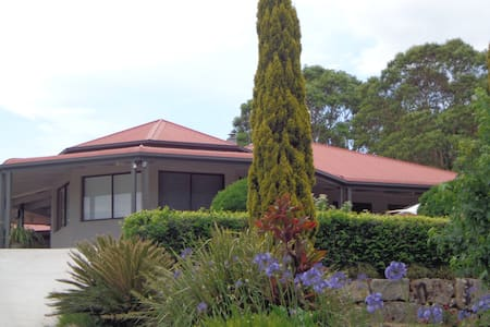 Nth Maleny Guest House (half house) - North Maleny - Dom