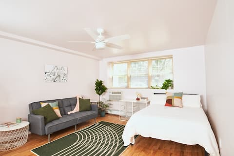 Chic Studio just Steps from the Beach!