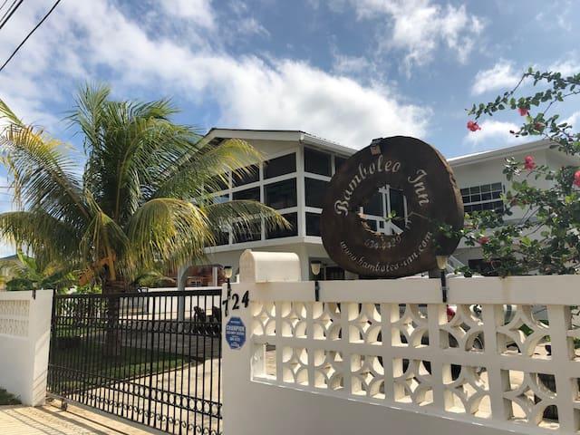 Bamboleo Inn Guest House (close to Airport)