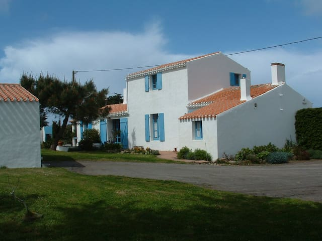 Port joinville maison familiale maisons louer l 39 le d 39 yeu pays - Maison a louer ile d yeu ...