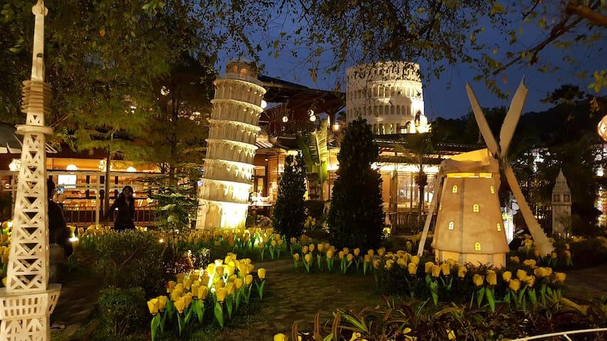 台中後花園電梯套房 乾淨溫馨,每間均有大開窗 旁邊是拍照聖地紙箱王 - Beitun District - Hus