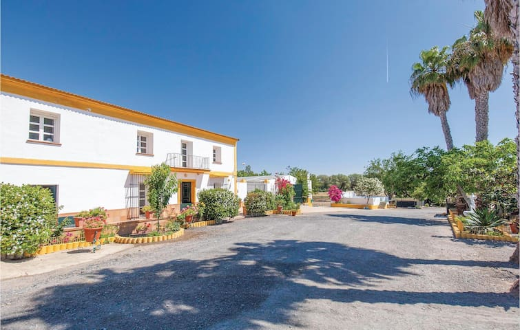 Holiday cottage with 6 bedrooms on 192m² in Huelva