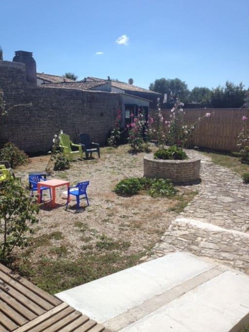 Jardin clos Fleuri