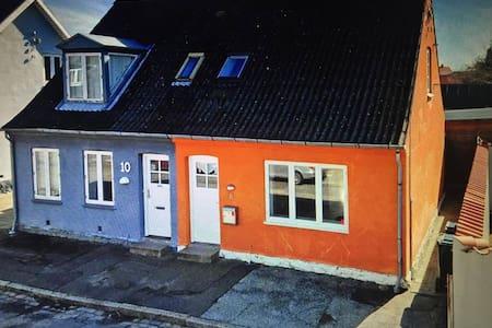 Byhus centralt beliggende i Nykøbing Falster - Nykøbing Falster - Hus