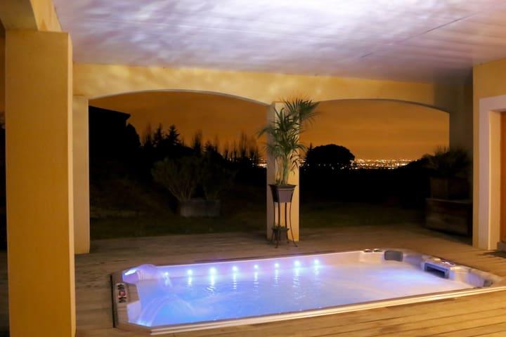 Gîte de rêve: terrasse,vue,piscine,jacuzzi XXL