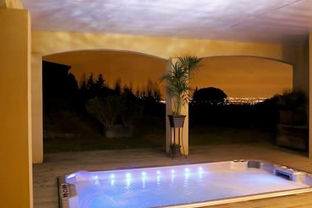 Gîte de rêve: terrasse,vue,piscine,jacuzzi XXL - Vieille-Toulouse - Lejlighed