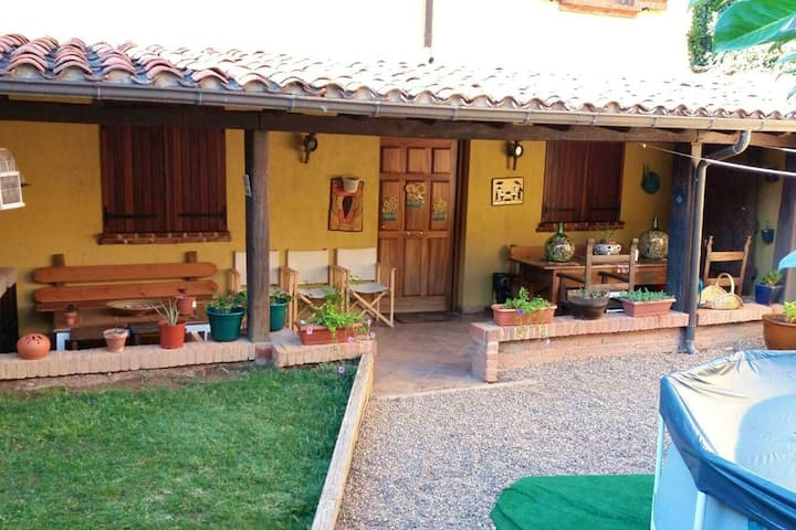 House with 4 bedrooms in Ribaseca, with wonderful city view, enclosed garden and WiFi