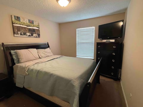 *Private Room* Close to Hospitals and Beach