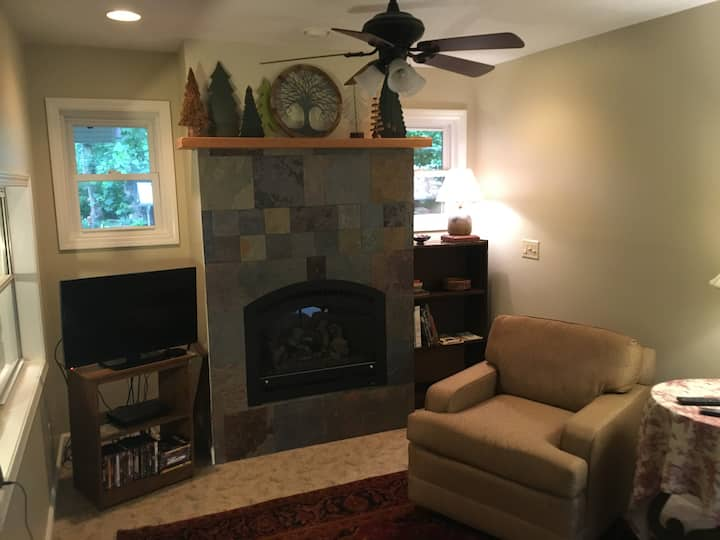 Chimney Rock Get-A-Way, Gas logs, No cleaning fee!