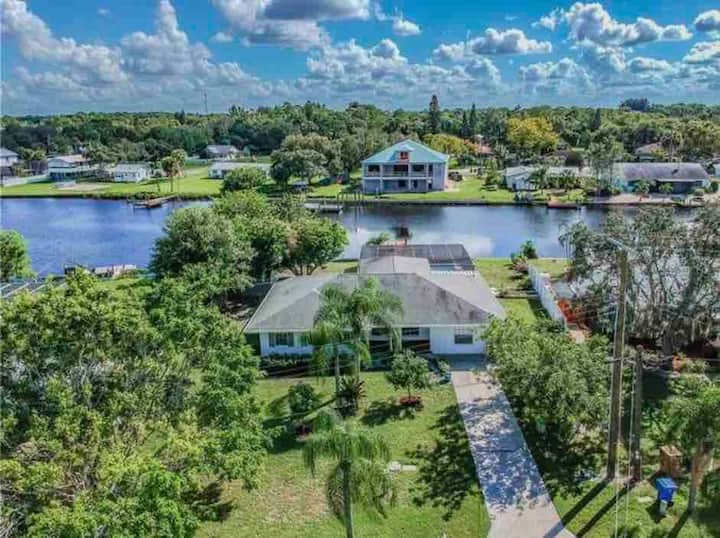Tampa Bay 4 bedroom waterfront home + heated pool