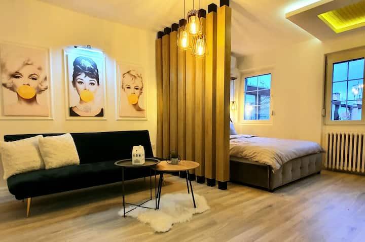 AKA 3 - New Modern Studio in City Center