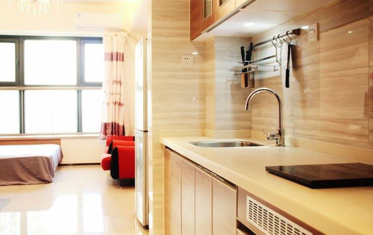 [日式清新]恒大华府酒店式精装日式风公寓大床房,24小时保安+热水