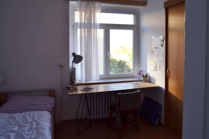 Private room 16m2 - great tram connection - Praha - Byt