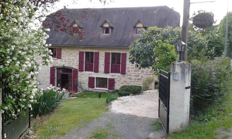 LE MAS DU CERF  Maison d'hôtes - Côté Jardin - Saint-Pierre-Toirac - Huis