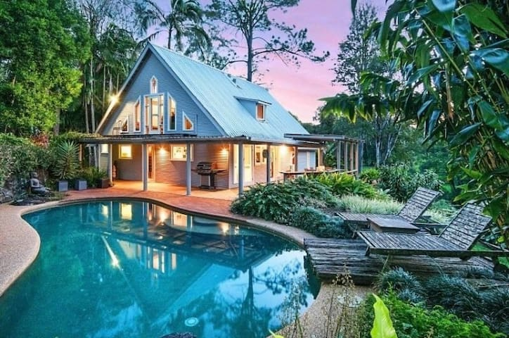Private poolside paradise Bangalow - Eureka
